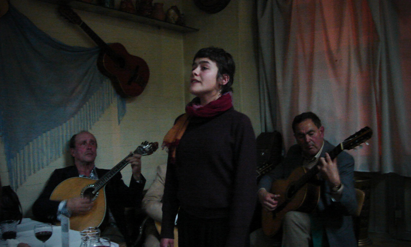 <p>A <em>fado</em> singer in Porto, 2008. <em>Photo courtesy Wikimedia</em></p>