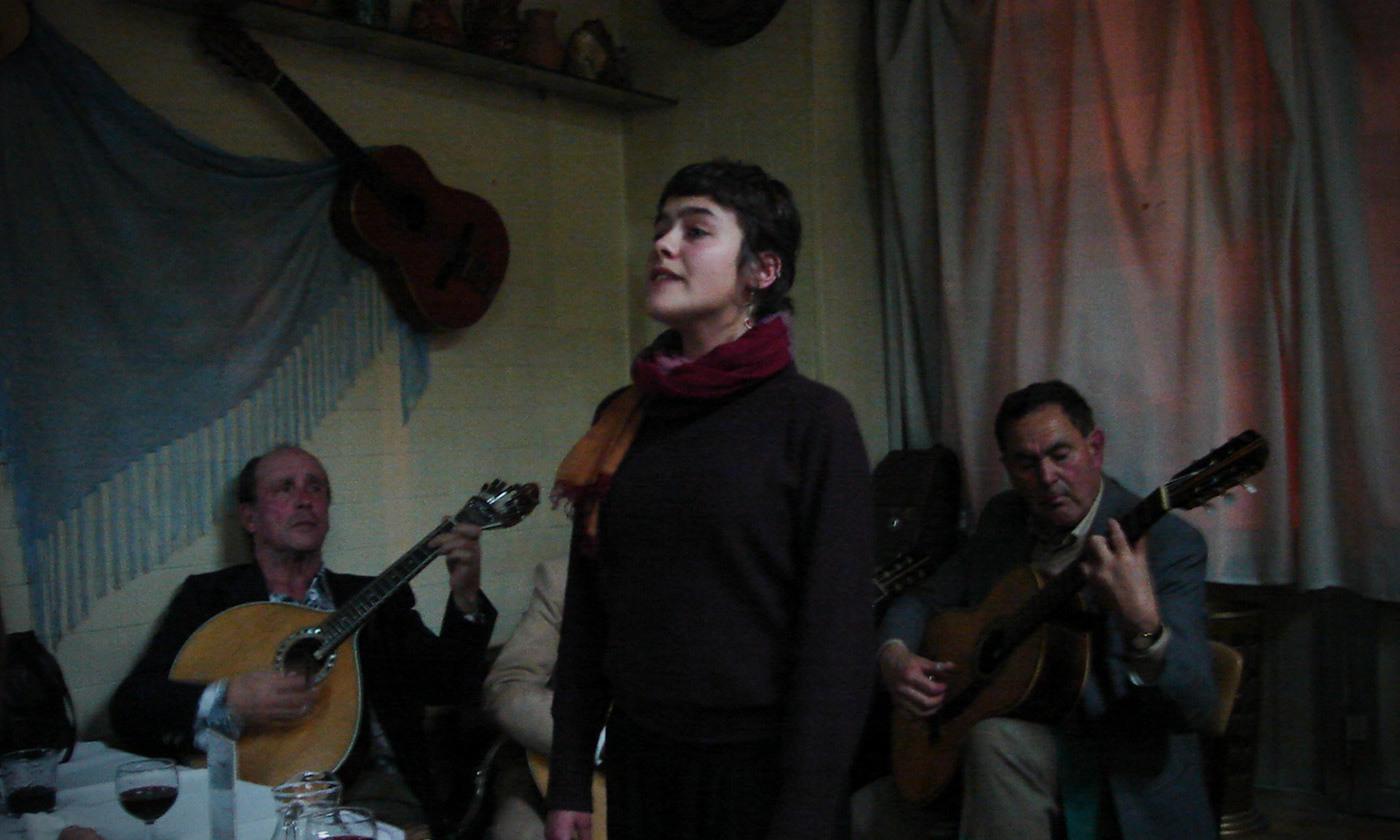 <p>A <em>fado</em> singer in Porto, 2008. <em>Photo courtesy Wikimedia</em></p>