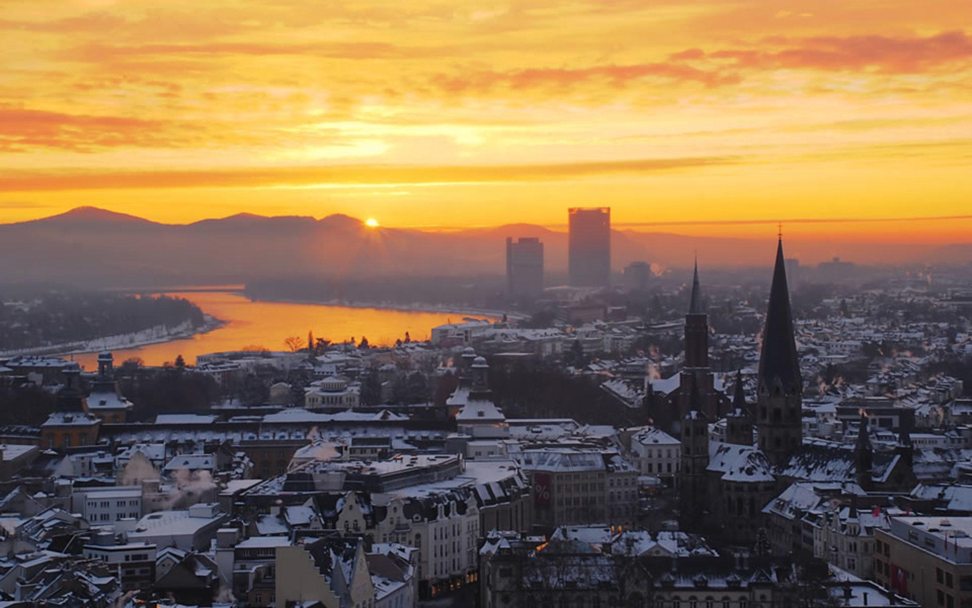 Header zepper sunrise over the niveous city of bonn