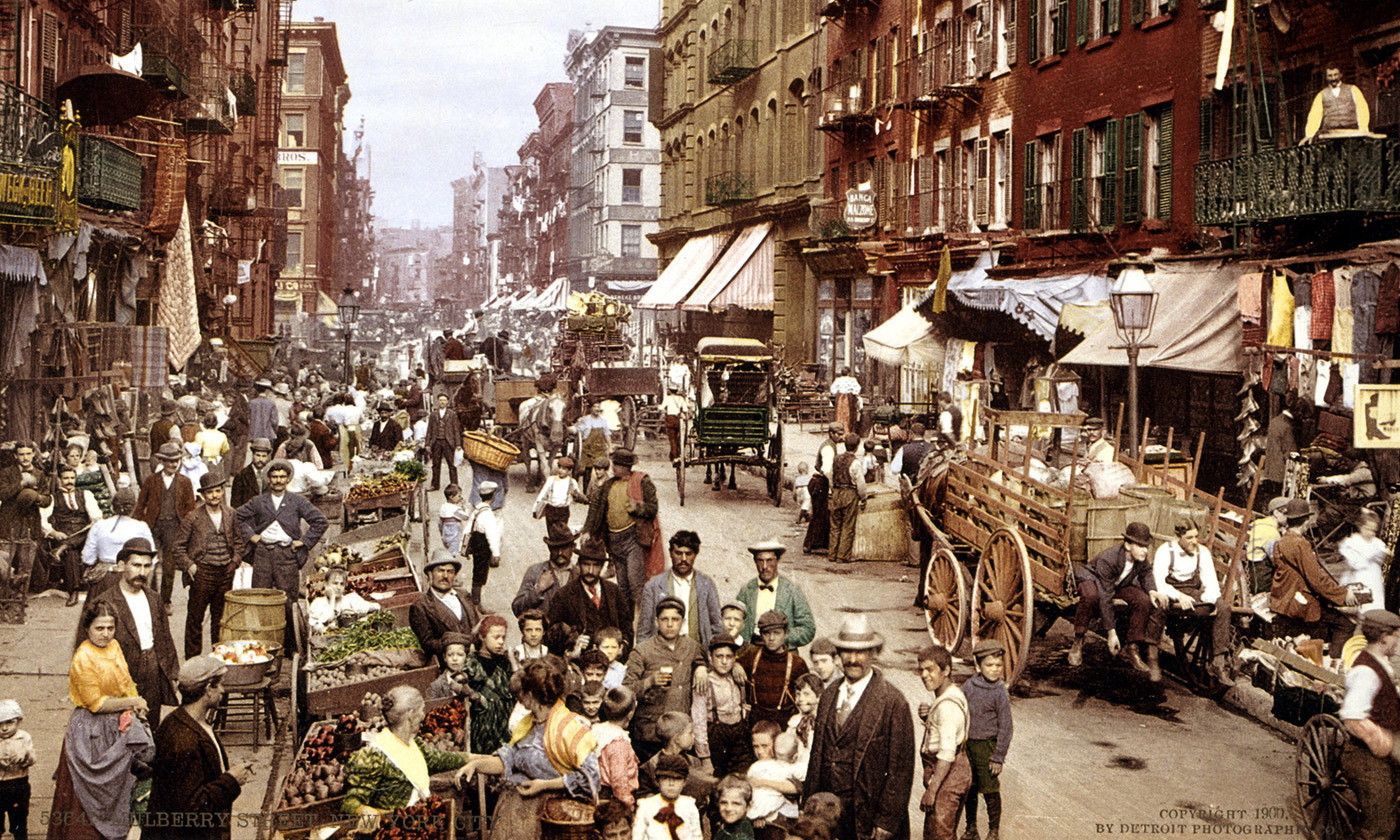 <p>Mulberry Street, Little Italy, New York, <em>c</em>1900. <em>Courtesy Wikipedia</em></p>