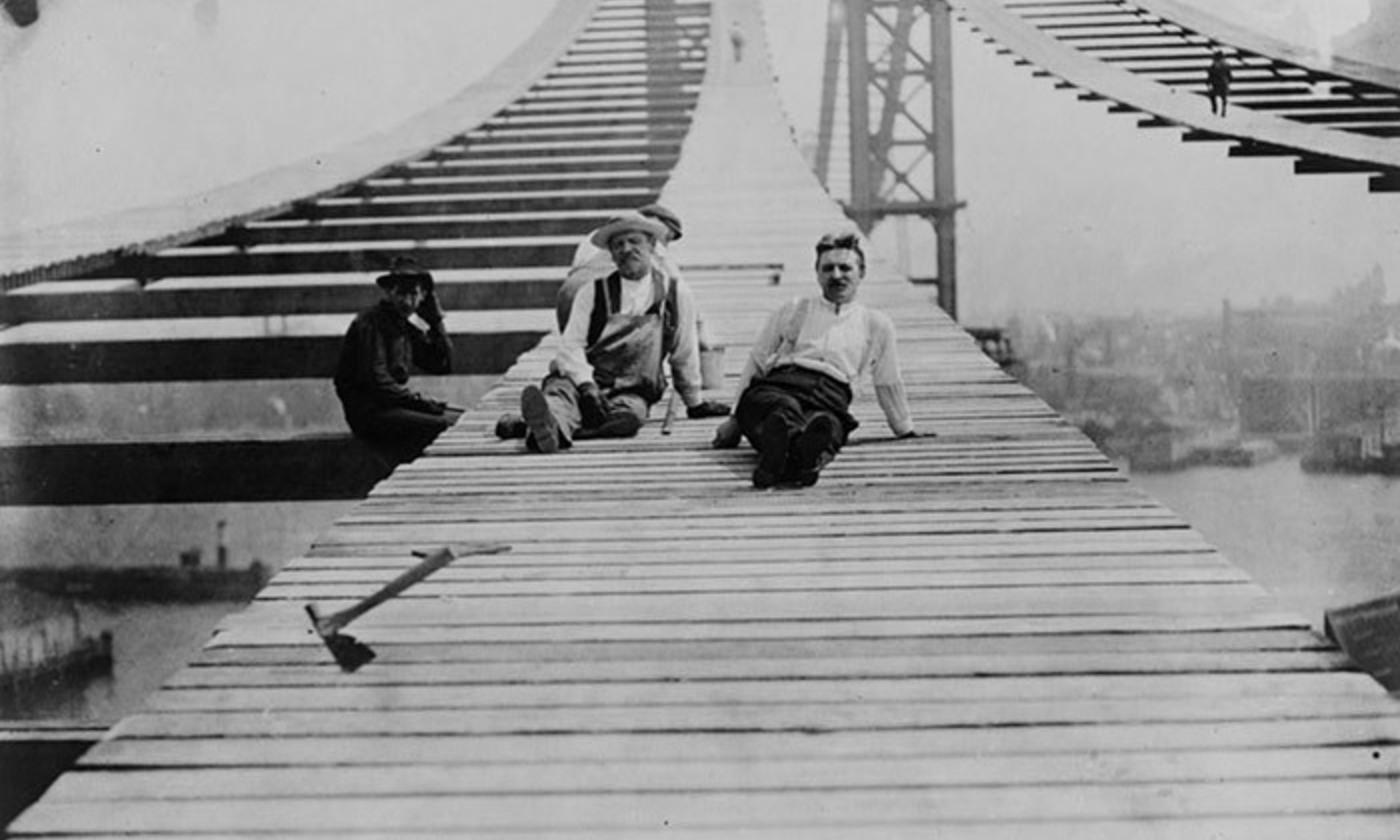 Construction of the Manhattan Bridge, New York, 1909. <em>Courtesy Library of Congress</em>
